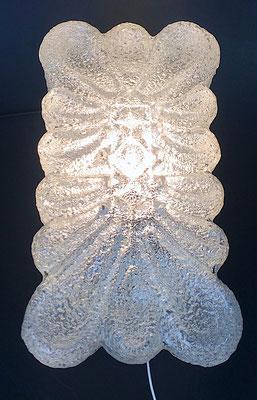 Die Kuppel besteht aus Eisglas.