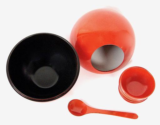 Im prima Zustand, komplett mit 6 Schälchen und Löffel! In fine condition, complete with 6 bowls and spoon!