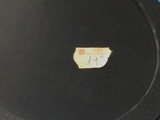 Sie wurde von ASKO, Finnlandmöbel vertrieben ( siehe Etikett ). It was distributed by ASCO, Finland furniture (see label).