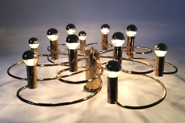 Eindrucksvolle, klassische Leuchte aus den 60er Jahre. Hergestellt in Deutschland!