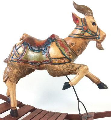 Ein Karussell Tier aus dem 19. Jahrhundert, es wurde wohl von Friedrich Heyn bzw. seiner Firma hergestellt.