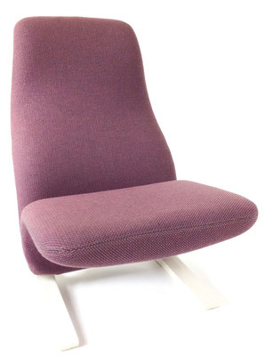 Stylischer Sessel den Pierre Paulin in den 60er Jahren für die Wartebereiche der Concorde Flugzeuge entwickelt hatte.