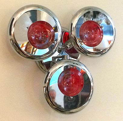 Die Leuchtkörper sind in drei verschiedenen Abständen angeordnet! Wandabstand = 10 cm, 12 cm, 14 cm.