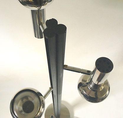 Höhe: 152 cm, Fussdurchmesser: 25 cm, Länge eines Strahlers: 24 cm, Durchmesser: 12 cm
