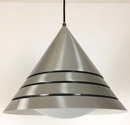 Prima Zustand mit nur leichten Gebrauchsspuren! Garantiert blendfreies Licht im Raum, durch die Lammellenbauweise.
