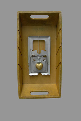 heartattack  - 16 - Holz, Metall, Kunststoff - 34,4 x 17,5 x 7,5
