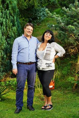 Georgia Kazantzidu und Matthias Laurenz Gräff im Garten