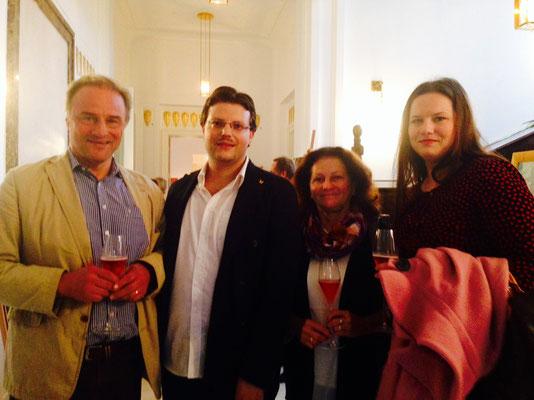 Matthias Laurenz Gräff, Steirerschlössl. Familienfoto mit Dr. Peter Gräff (links), Gundi Gräff und Dr. Barbara Gräff aus Salzburg