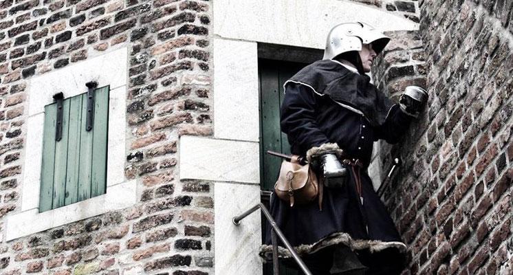 Im Schutze einer Pfefferbüchse an der Rheinmauer