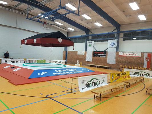 Der Dohyo in der großen Sporthalle Am Neuendorfer Sand zu Brandenburg an der Havel