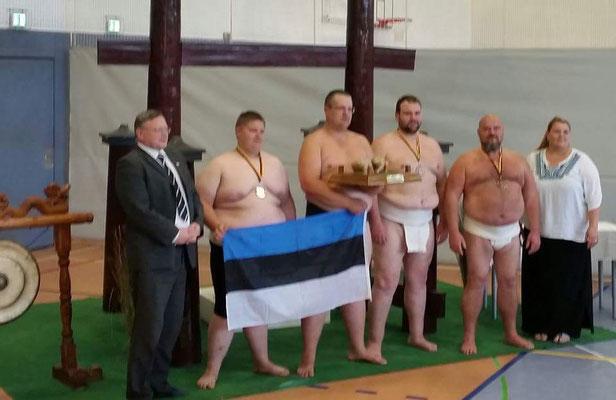 glückliche estnische Sieger