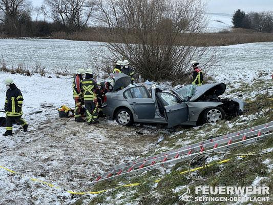 Blick auf den verunfallten BMW