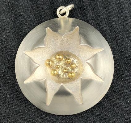 Edelsmid Wilma van den Hoek Hanger 'Kroon' zilver en goud