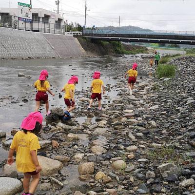 英語で川遊び