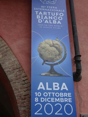 Im Oktober, die alljährliche Fiera del Tartufo in Alba