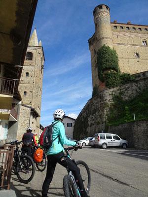 Castello di Serralunga d'Alba - 14. Jh.