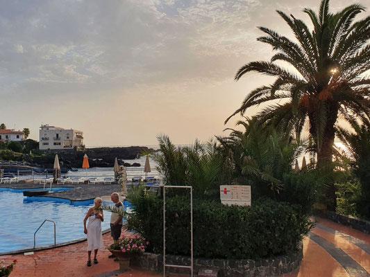 Hotelgarten und Schwimmbad