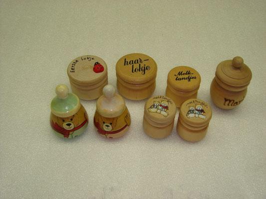 Diverse houten tandendoosjes v.a € 2,95