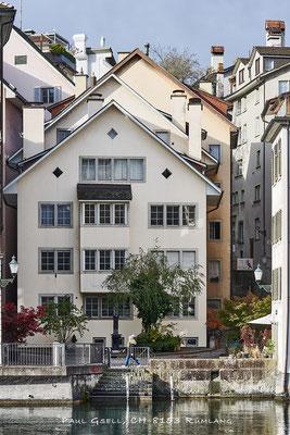 Giebeldächer und enge Gassen in Zürcher Altstadt