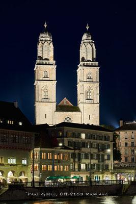 Zürich Grossmünster mit Limmatquai bei Nacht - #2486
