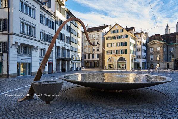 Zürich - Münsterhof mit Weinbrunnen