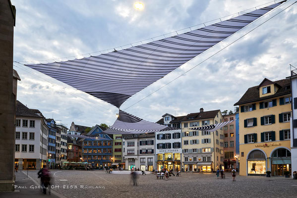 Zürich - Münsterhof mit Sonnensegel