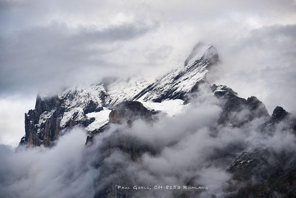 Von Nebel umhülltes Wetterhorn