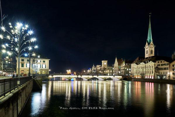 Zürich Limmatquai mit Weihnachtsbeleuchtung, Münsterbrücke und Fraumünster - #3837