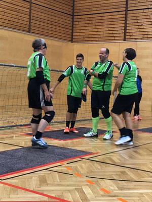 Ein zufriedenes Team nach gewonnenem Match