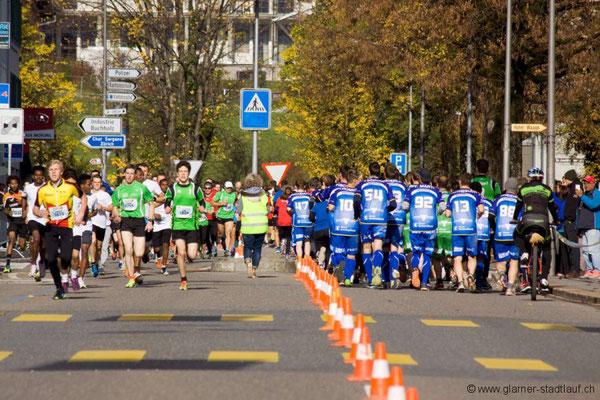 Joël an der Spitze! Foto: glarner-stadtlauf.ch