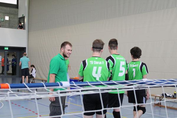 Coach Jonas mit Team Glärnisch