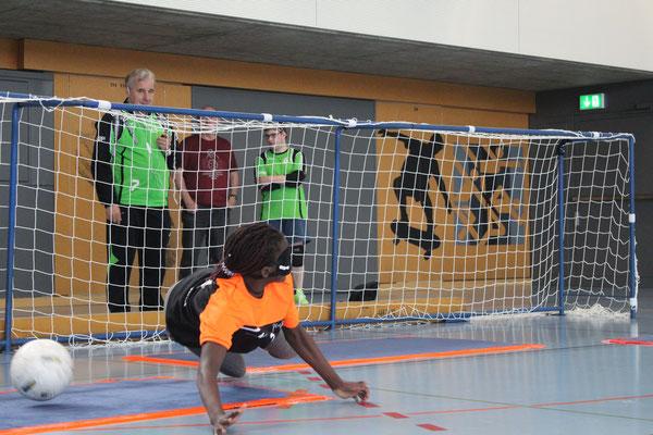 Veronica bei der Penalty-Abwehr