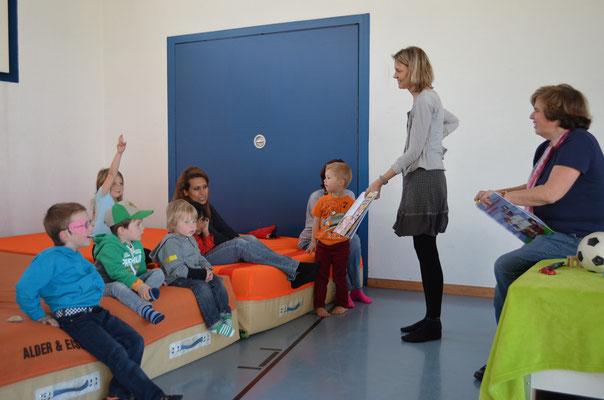 """Lesung mit Autorin Susanne Leuppi und Swantje Kammerecker vom Verein """"Kulturzyt"""""""