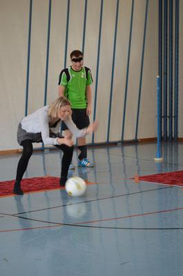 """Erste Torballerfahrungen auch für Swantje Kammerecker von """"Kulturzyt"""""""