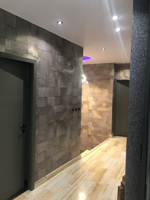 Couloir murs papier peint déco
