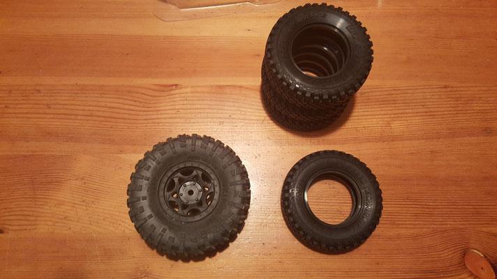 MST CMX Ford Bronco Reifen Größenvergleich mit Axial Ripsaw #1
