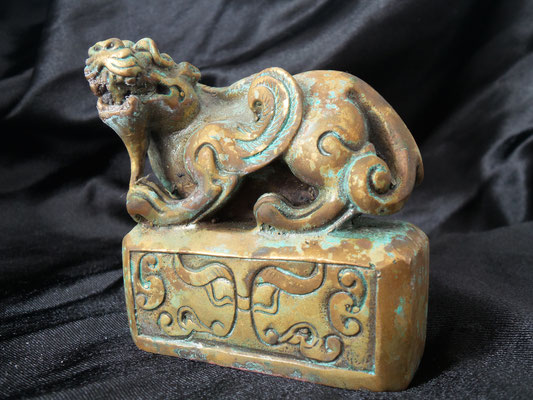 Old and rare bronze seal with beautiful patina. (Kylin lion)