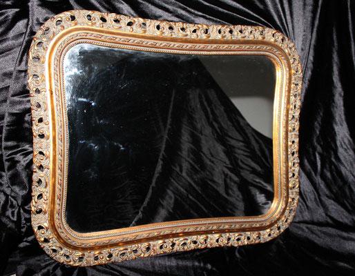 Antiguo espejo con precioso marco de madera tallado y dorado
