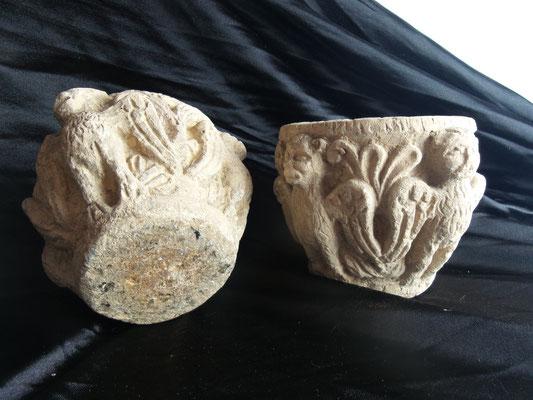 Cuencos de piedra tallada tipo capitel
