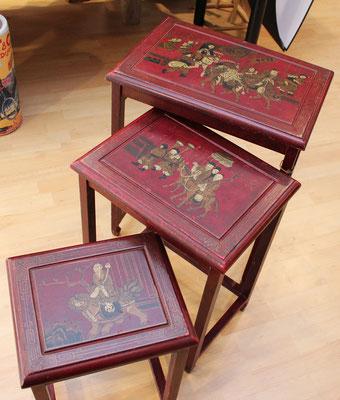 Set o conjunto de tres mesas nido orientales