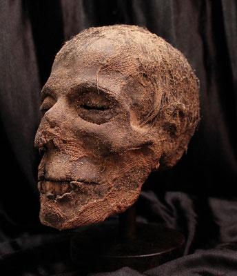 Impressive Egyptian mummified head (R)