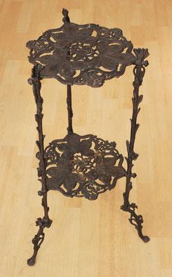 Mesita modernista en hierro fundido / Modernist table in cast iron