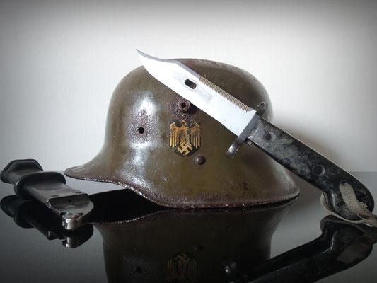 Casco alemán (WWI) German helmet + bayoneta / bayonet AK-47