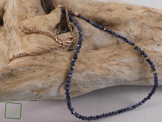 facettierte blaue Saphire mit Bronzekette