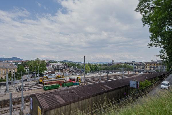 Blick unterhalb der Alpeneggstrasse auf die Reithalle Richtung Münster.