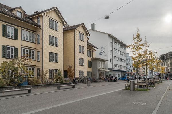 """Mittelstrasse, die """"Piazza""""-Zone."""