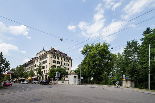 am Bierhübeli, links Eingang Mittelstrasse.