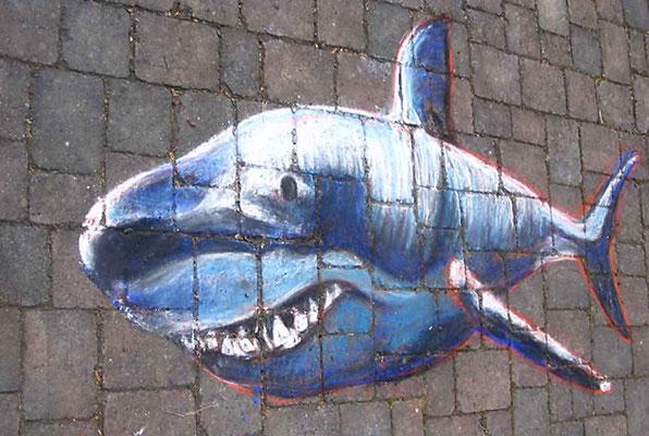 Pflastermalerei mit Kreiden, Haifisch.