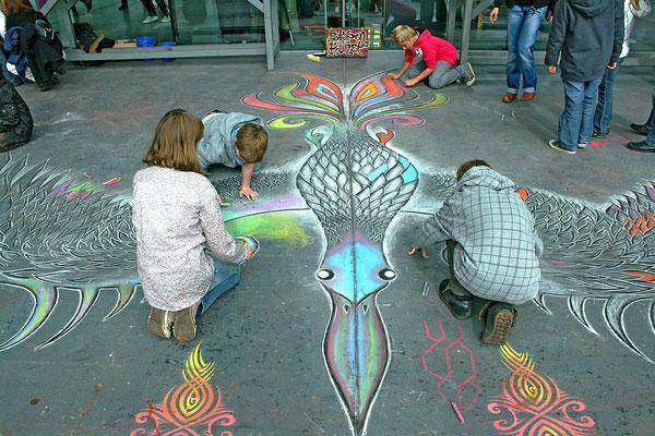 Straßenmalerei Projekt mit Kindern an der Jahrhunderthalle in Bochum