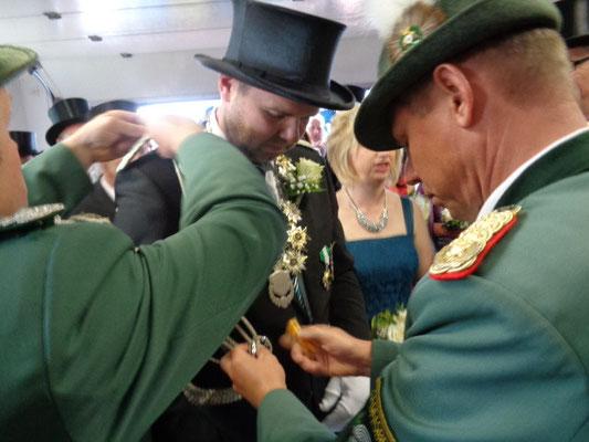 König und Königin erhielten alle Orden zu Schnüre